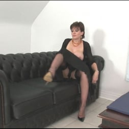 Lady Sonia in 'Lady Sonia' Sybian riding mature (Thumbnail 4)
