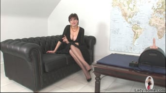 Lady Sonia in 'Sybian riding mature'