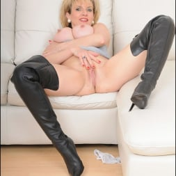 Lady Sonia in 'Lady Sonia' Thigh boots mature (Thumbnail 15)