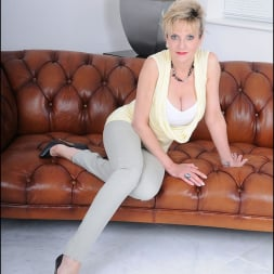 Lady Sonia in 'Lady Sonia' Tight jeans mature (Thumbnail 1)