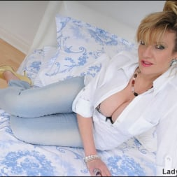 Lady Sonia in 'Lady Sonia' Tight jeans mature (Thumbnail 2)