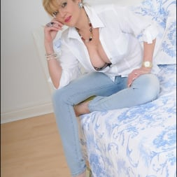Lady Sonia in 'Lady Sonia' Tight jeans mature (Thumbnail 3)