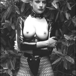 Lady Sonia in 'Lady Sonia' Vintage leggy domme (Thumbnail 4)