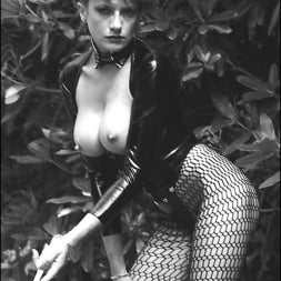 Lady Sonia in 'Lady Sonia' Vintage leggy domme (Thumbnail 11)