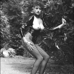 Lady Sonia in 'Lady Sonia' Vintage leggy domme (Thumbnail 13)