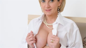 Lady Sonia - White stockings milf