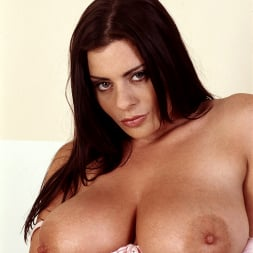 Linsey Dawn McKenzie in 'Linsey Dawn McKenzie' Bath and Breastfest (Thumbnail 6)