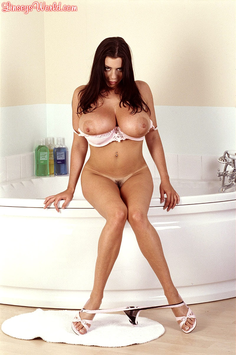 Linsey Dawn McKenzie 'Bath and Breastfest' starring Linsey Dawn McKenzie (Photo 8)