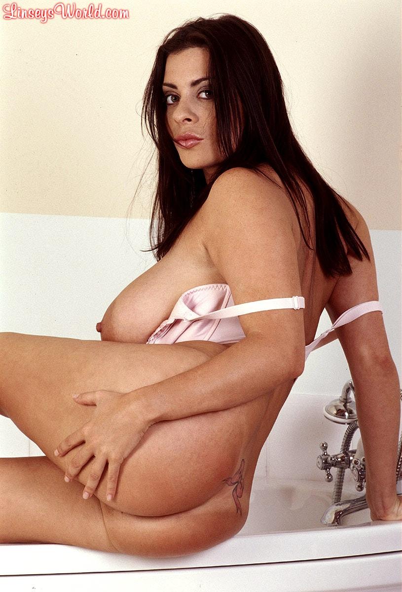 Linsey Dawn McKenzie 'Bath and Breastfest' starring Linsey Dawn McKenzie (Photo 11)