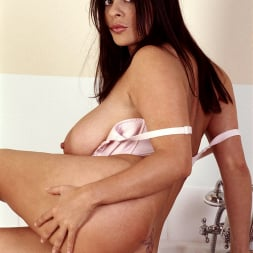 Linsey Dawn McKenzie in 'Linsey Dawn McKenzie' Bath and Breastfest (Thumbnail 11)