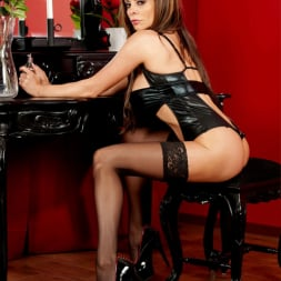 Linsey Dawn McKenzie in 'Linsey Dawn McKenzie' Bored Housewife In Latex (Thumbnail 2)
