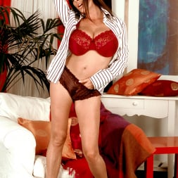 Linsey Dawn McKenzie in 'Linsey Dawn McKenzie' Dressed To Spill (Thumbnail 4)