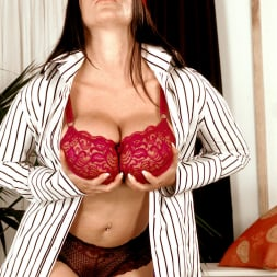 Linsey Dawn McKenzie in 'Linsey Dawn McKenzie' Dressed To Spill (Thumbnail 8)