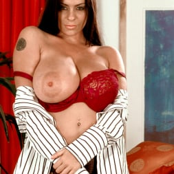 Linsey Dawn McKenzie in 'Linsey Dawn McKenzie' Dressed To Spill (Thumbnail 14)