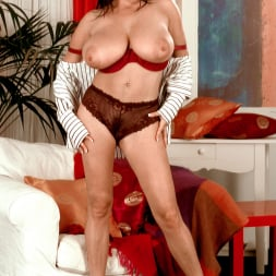 Linsey Dawn McKenzie in 'Linsey Dawn McKenzie' Dressed To Spill (Thumbnail 15)