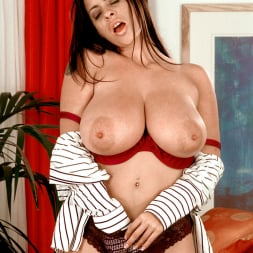 Linsey Dawn McKenzie in 'Linsey Dawn McKenzie' Dressed To Spill (Thumbnail 16)