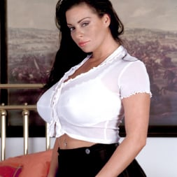 Linsey Dawn McKenzie in 'Linsey Dawn McKenzie' Hottie (Thumbnail 2)