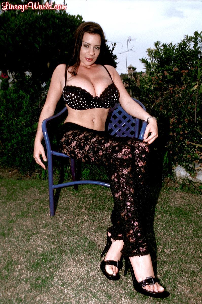 Linsey Dawn McKenzie 'Lazing In The Grass' starring Linsey Dawn McKenzie (Photo 1)