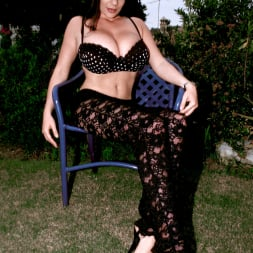 Linsey Dawn McKenzie in 'Linsey Dawn McKenzie' Lazing In The Grass (Thumbnail 1)