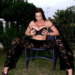 Linsey Dawn McKenzie in 'Linsey Dawn McKenzie' Lazing In The Grass (Thumbnail 4)