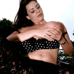 Linsey Dawn McKenzie in 'Linsey Dawn McKenzie' Lazing In The Grass (Thumbnail 5)