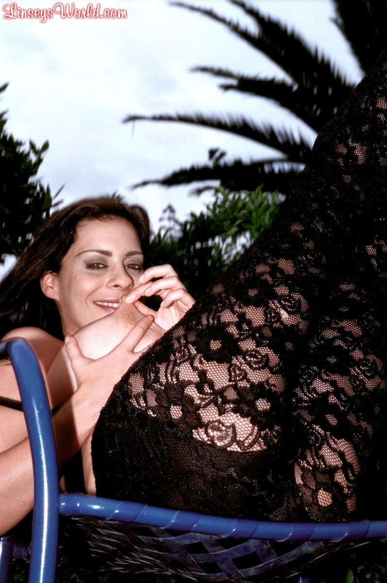 Linsey Dawn McKenzie 'Lazing In The Grass' starring Linsey Dawn McKenzie (Photo 8)