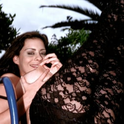Linsey Dawn McKenzie in 'Linsey Dawn McKenzie' Lazing In The Grass (Thumbnail 8)