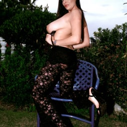 Linsey Dawn McKenzie in 'Linsey Dawn McKenzie' Lazing In The Grass (Thumbnail 10)