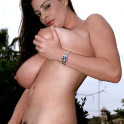 Linsey Dawn McKenzie in 'Linsey Dawn McKenzie' Lazing In The Grass (Thumbnail 11)