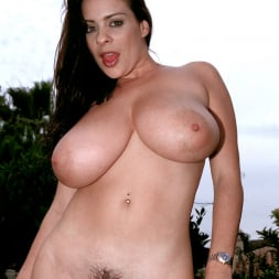 Linsey Dawn McKenzie in 'Linsey Dawn McKenzie' Lazing In The Grass (Thumbnail 12)