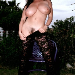 Linsey Dawn McKenzie in 'Linsey Dawn McKenzie' Lazing In The Grass (Thumbnail 13)