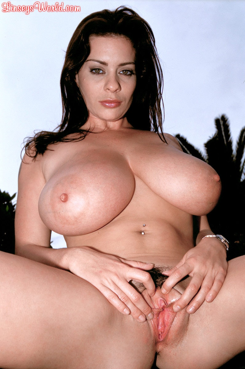 Linsey Dawn McKenzie 'Lazing In The Grass' starring Linsey Dawn McKenzie (Photo 16)