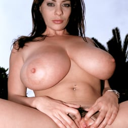 Linsey Dawn McKenzie in 'Linsey Dawn McKenzie' Lazing In The Grass (Thumbnail 16)