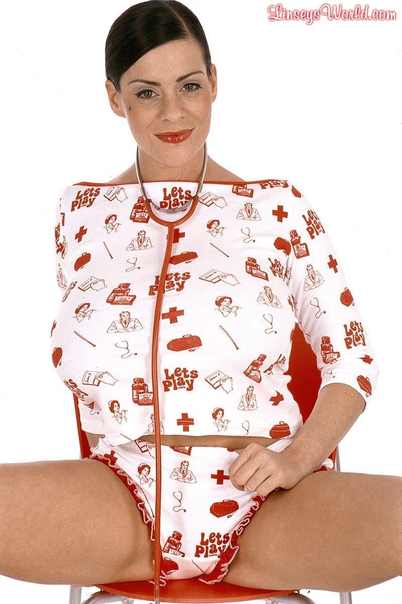 Linsey Dawn McKenzie 'Let's Play Doctor' starring Linsey Dawn McKenzie (Photo 2)