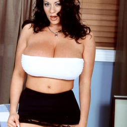 Linsey Dawn McKenzie in 'Linsey Dawn McKenzie' Linsey To Die For (Thumbnail 10)