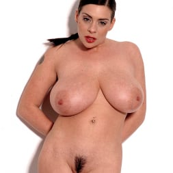 Linsey Dawn McKenzie in 'Linsey Dawn McKenzie' Linsey's Love Shack 2 (Thumbnail 13)