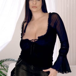 Linsey Dawn McKenzie in 'Linsey Dawn McKenzie' Long Cool Woman In A Black Dress (Thumbnail 1)