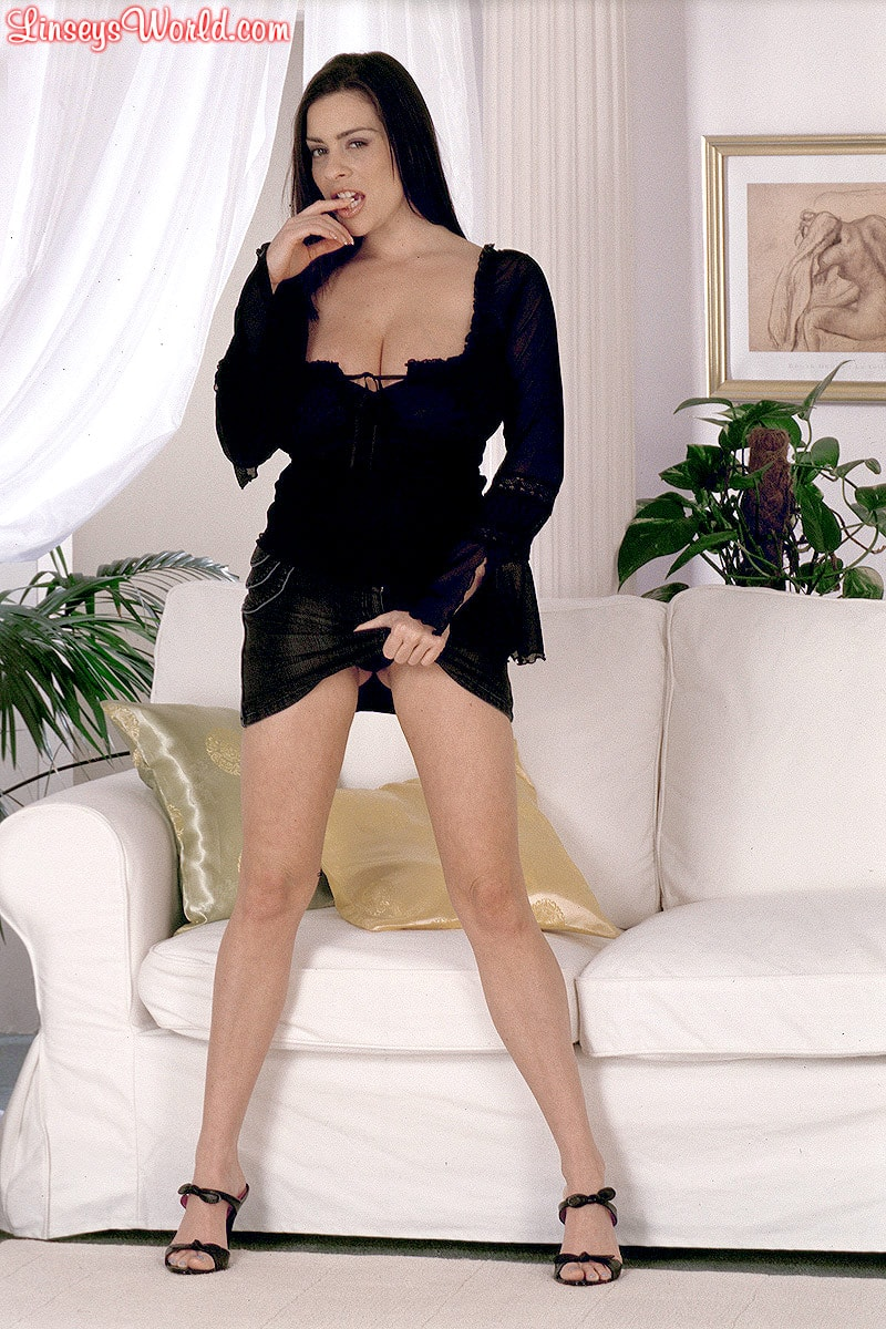 Linsey Dawn McKenzie 'Long Cool Woman In A Black Dress' starring Linsey Dawn McKenzie (Photo 2)