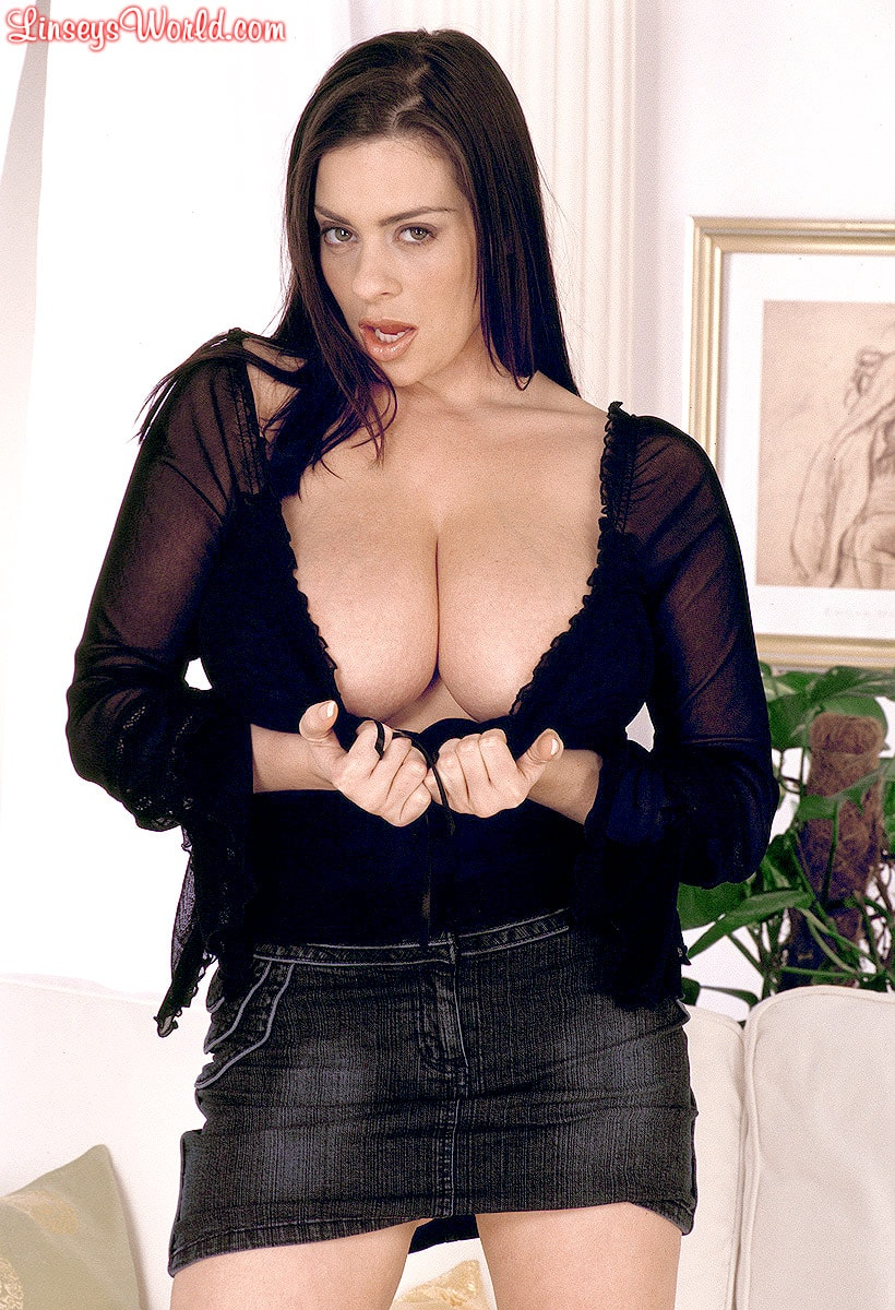 Linsey Dawn McKenzie 'Long Cool Woman In A Black Dress' starring Linsey Dawn McKenzie (Photo 4)