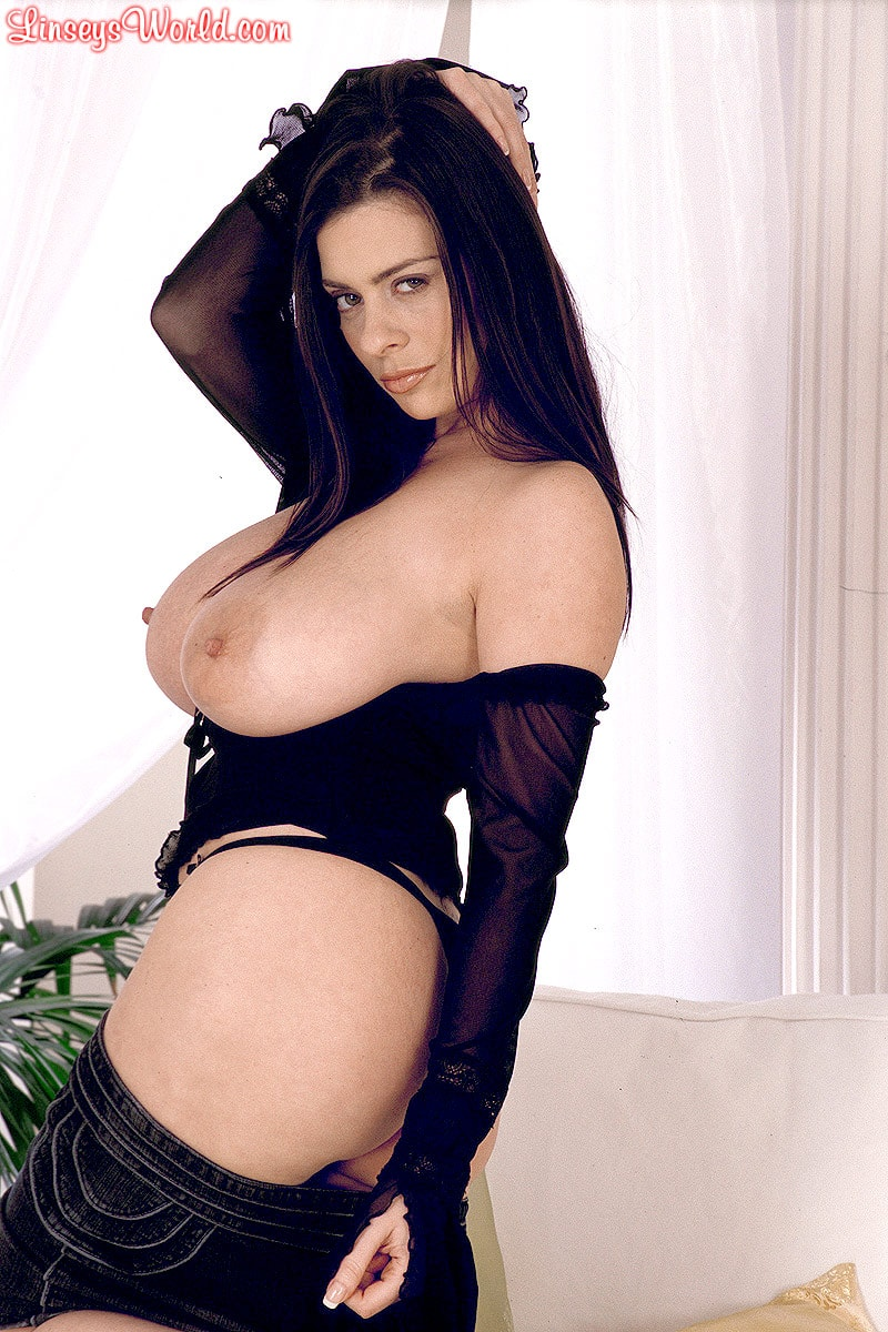 Linsey Dawn McKenzie 'Long Cool Woman In A Black Dress' starring Linsey Dawn McKenzie (Photo 13)