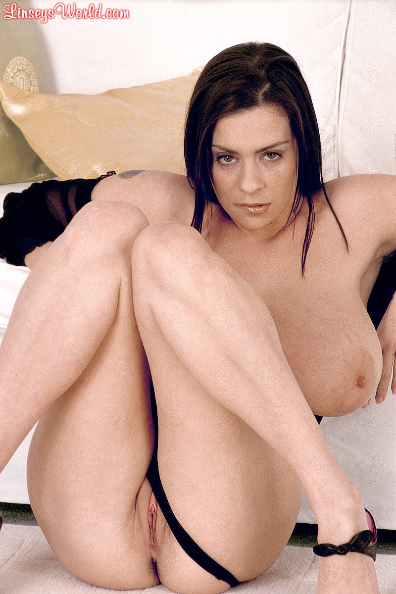 Linsey Dawn McKenzie 'Long Cool Woman In A Black Dress' starring Linsey Dawn McKenzie (Photo 16)