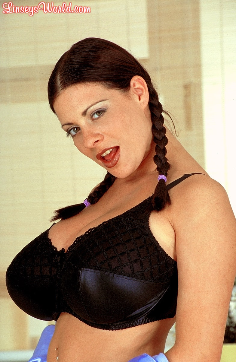 Linsey Dawn McKenzie 'Pajamas' starring Linsey Dawn McKenzie (Photo 5)