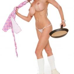 Linsey Dawn McKenzie in 'Linsey Dawn McKenzie' Pancake Fun (Thumbnail 9)