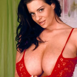Linsey Dawn McKenzie in 'Linsey Dawn McKenzie' Red Dynamo (Thumbnail 2)