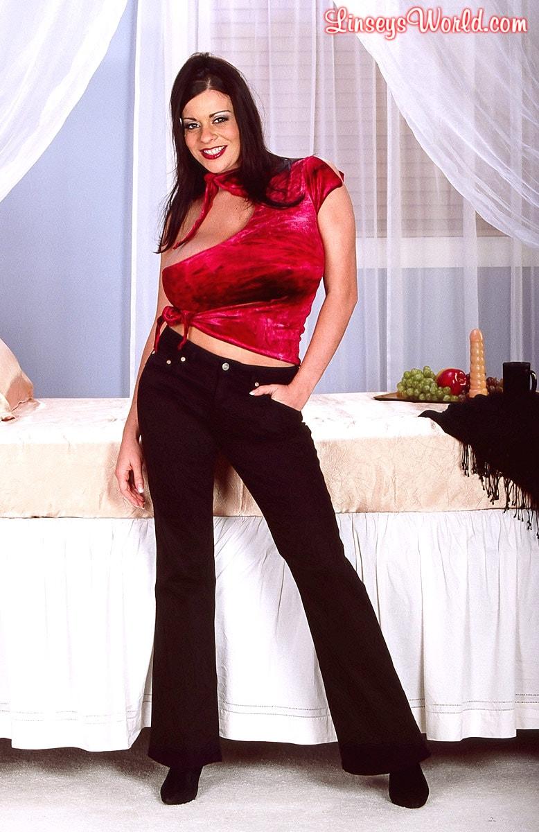 Linsey Dawn McKenzie 'Red Top' starring Linsey Dawn McKenzie (Photo 1)