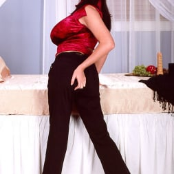 Linsey Dawn McKenzie in 'Linsey Dawn McKenzie' Red Top (Thumbnail 2)