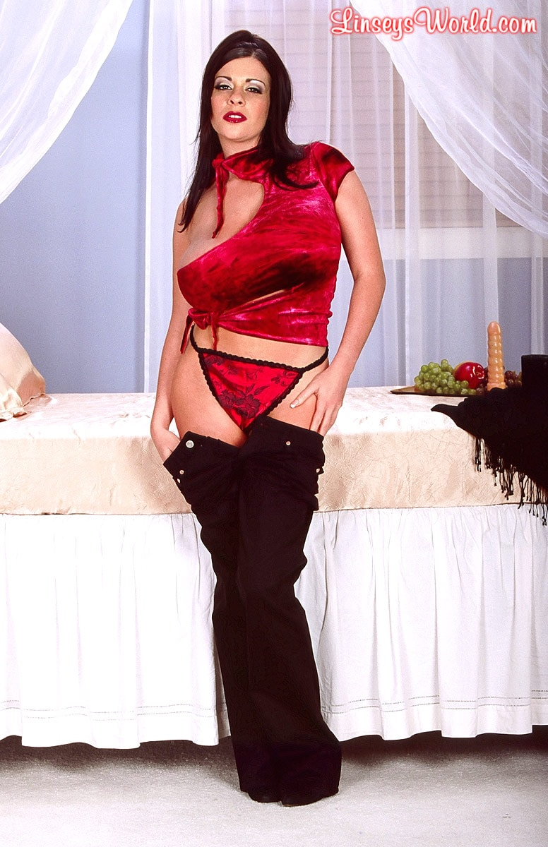 Linsey Dawn McKenzie 'Red Top' starring Linsey Dawn McKenzie (Photo 4)