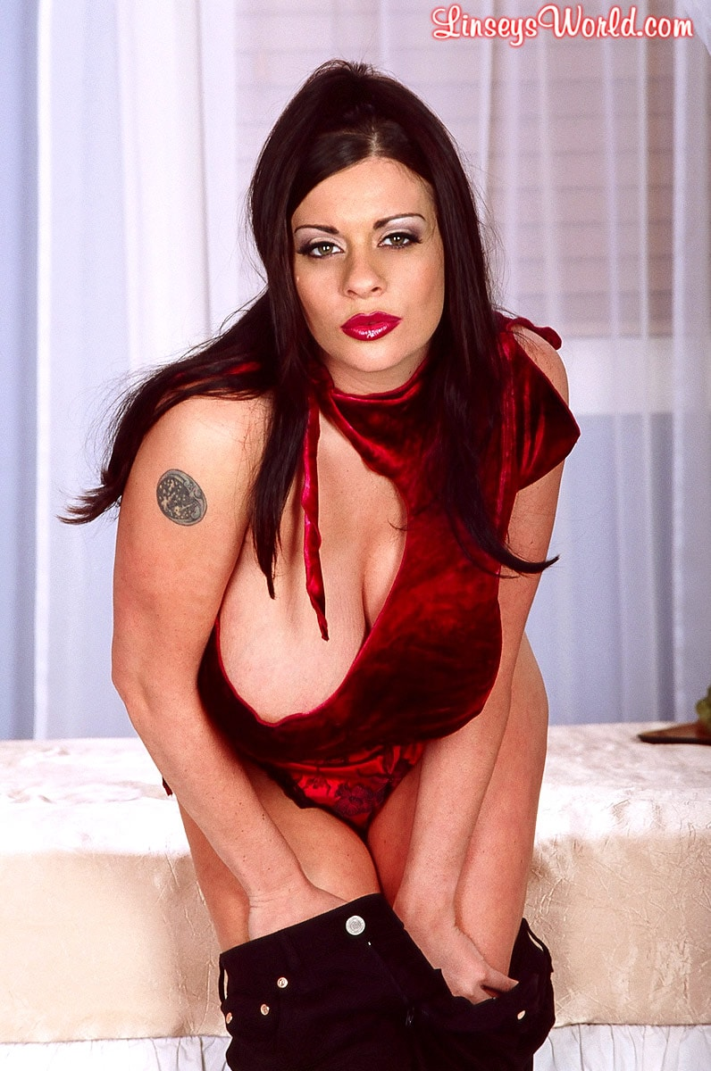 Linsey Dawn McKenzie 'Red Top' starring Linsey Dawn McKenzie (Photo 5)