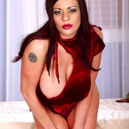Linsey Dawn McKenzie in 'Linsey Dawn McKenzie' Red Top (Thumbnail 5)