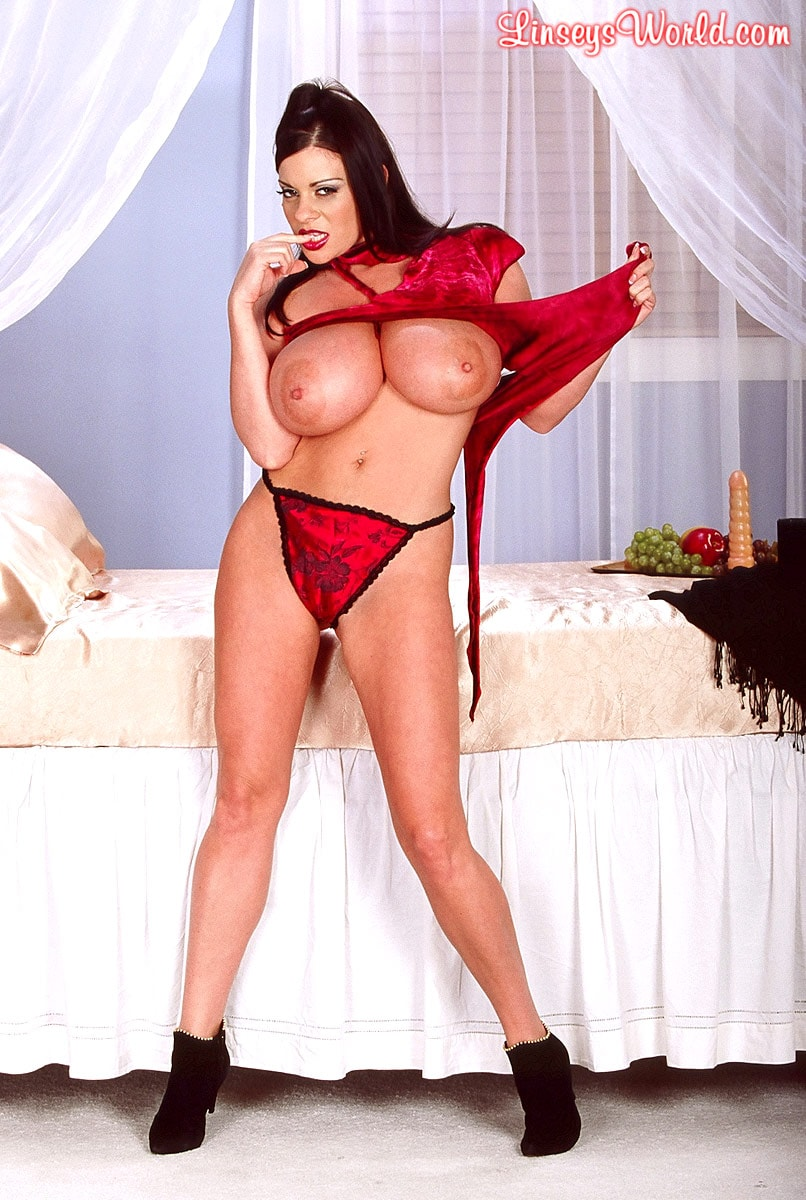 Linsey Dawn McKenzie 'Red Top' starring Linsey Dawn McKenzie (Photo 11)